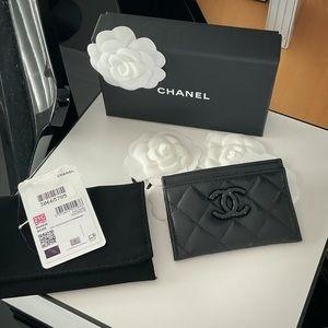 "Chanel | Black Caviar ""CC"" Logo Card Holder"